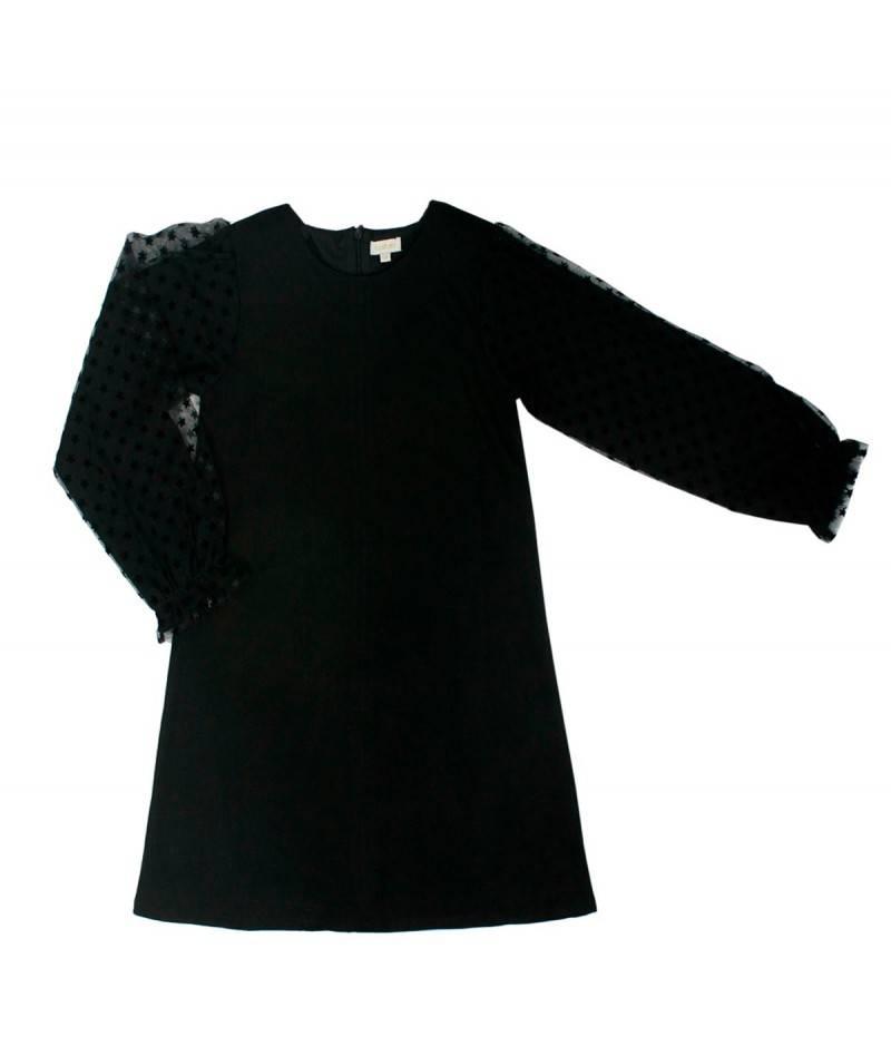 niña con vestido negro de tul