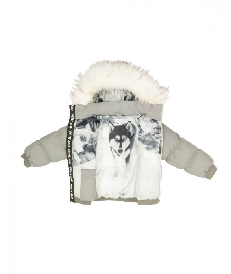 Composición niña con ropa invernal