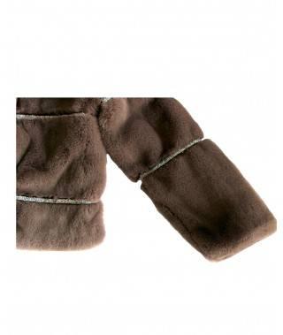 Abrigo marrón de pelo.